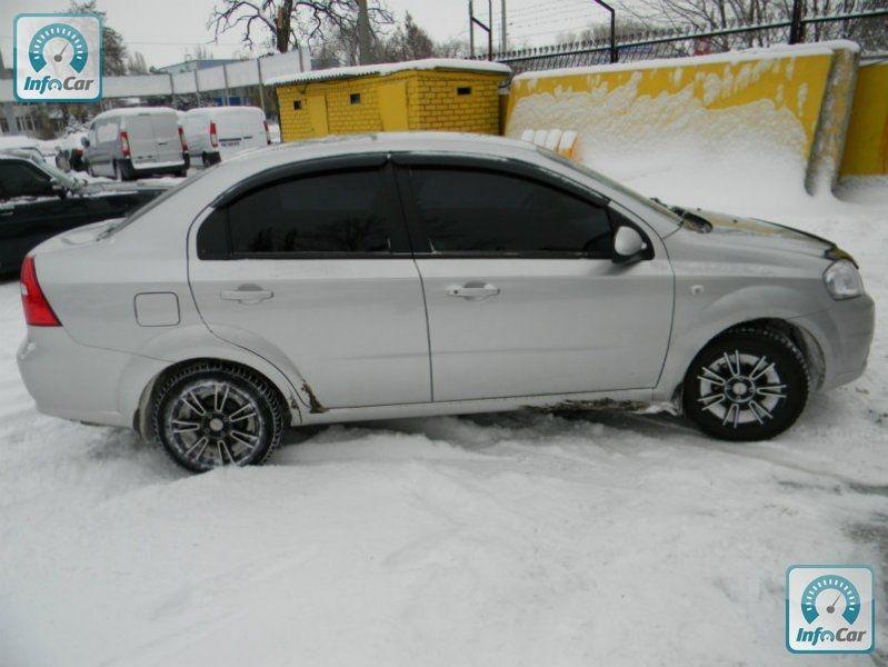 Chevrolet Aveo - фото 2. C…