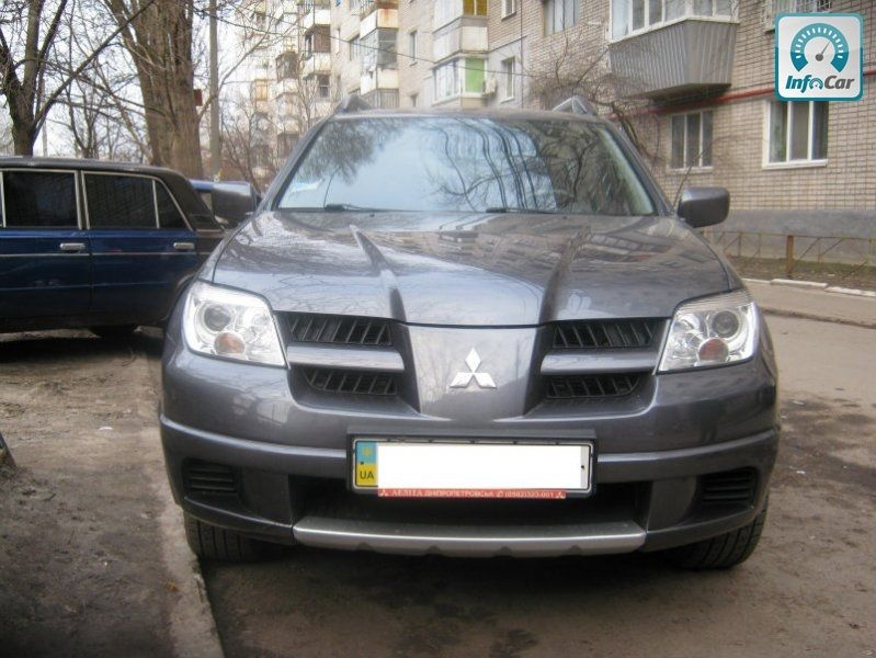 Mitsubishi Outlander 2008.  …