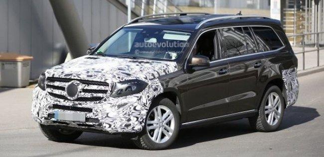 Mercedes GLS выехал на дороги общего пользования