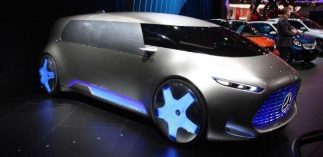 Mercedes показал в Токио беспилотный минивэн
