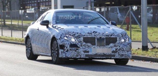 Купе Mercedes E-Class впервые замечено на тестах