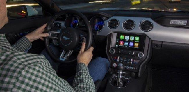 ������ ������� Apple CarPlay � Android Auto