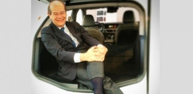 Главный дизайнер FCA показал первое фото кроссовера Alfa Romeo