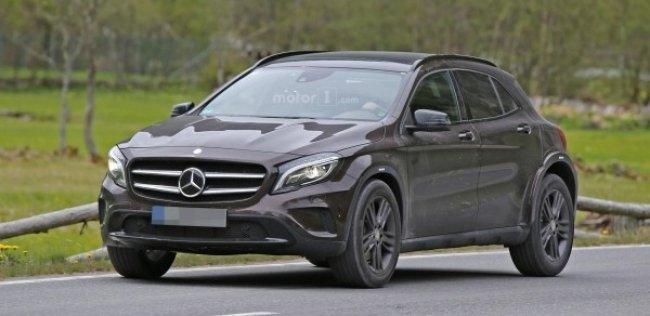 Mercedes может представить новый кроссовер GLB