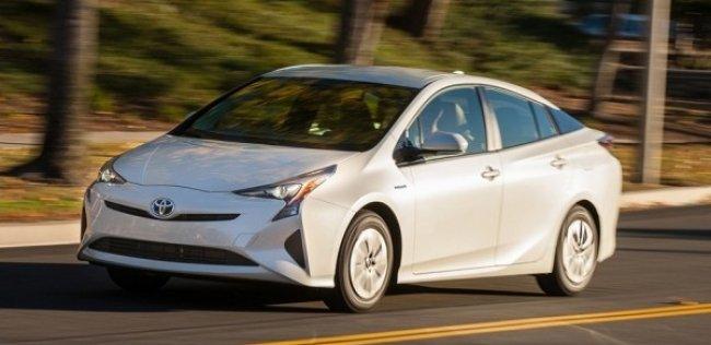 «Тойоту» Prius назвали самой экономичной моделью