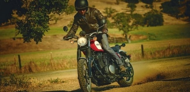 Фабричный скрэмблер Yamaha SCR950 2017