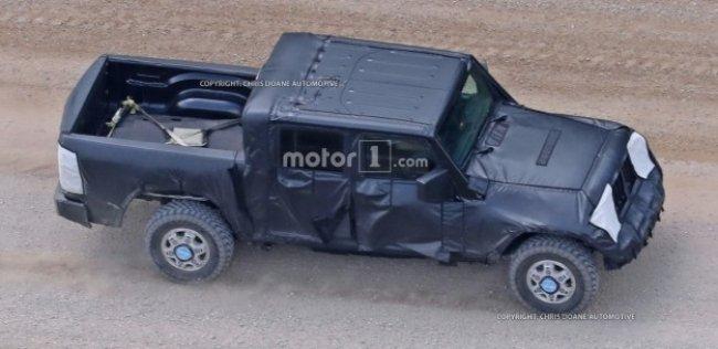 Шпионы сфотографировали пикап Jeep Wrangler