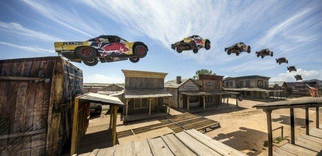 В США установлен мировой рекорд по прыжкам в длину на автомобиле