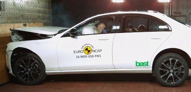 Euro NCAP разбил новые Mercedes-Benz E-Class и Peugeot 5008