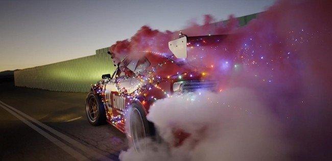 «Тойоту» с мотором Ferrari превратили в сани Санта-Клауса
