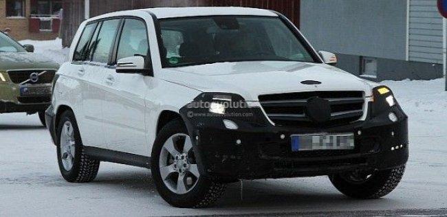Фотошпионам удалось заглянуть в интерьер обновленного Mercedes Benz GLK