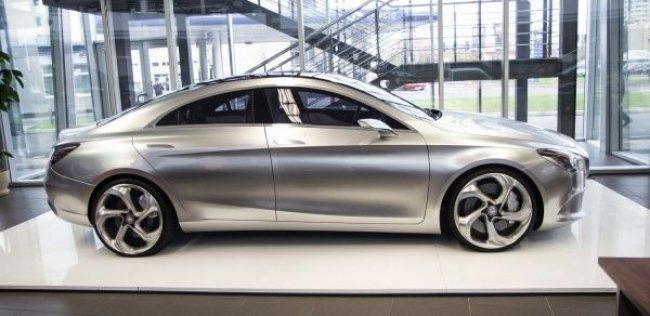 В Киев привезли уникальный концепт Mercedes CSC