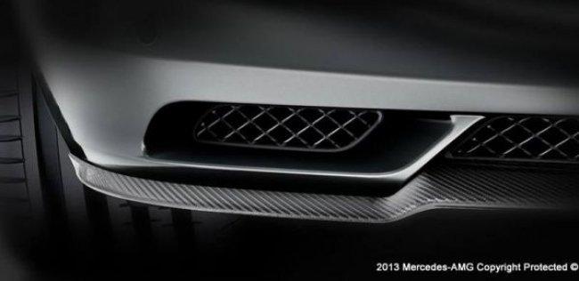 «Мерседес» показал фрагменты новой AMG-модели