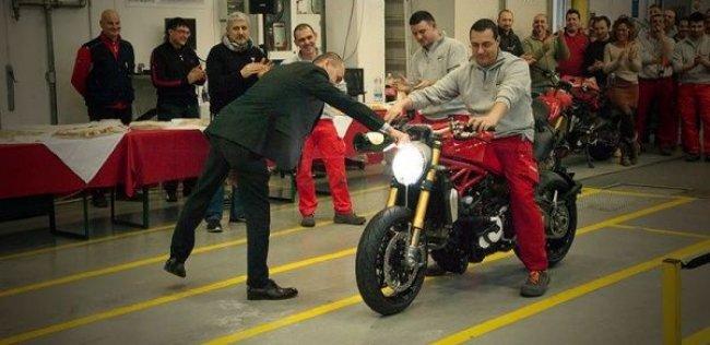 Первый новый Ducati Monster 1200 сошел с конвейера