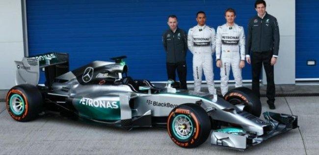 Новый «Мерседес» для Формулы-1 представили на трассе в Хересе