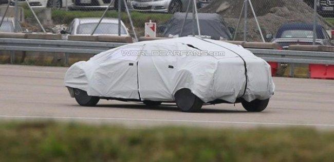 Mercedes вывел на тесты беспилотный офис на колесах