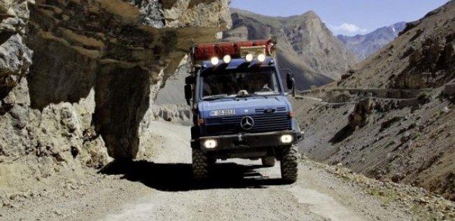 Mercedes-Benz Unimog проехал на высоте 5400 м