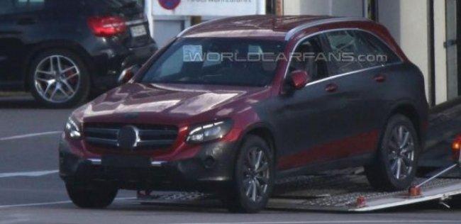 Mercedes вывел на тесты преемника GLK