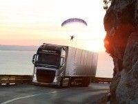 Volvo испытала грузовик с помощью параплана