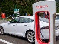 Tesla отзывает адаптеры для своих электрокаров