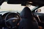 Водитель согласился подвезти девушку, а та угнала его машину