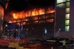 «Горячий» Новый год: семиэтажный паркинг с 1400 автомобилями выгорел дотла