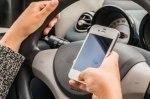 Французам запретили пользоваться телефоном даже в стоящем автомобиле