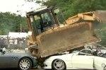 Полтора десятка дорогих авто раздавили бульдозером