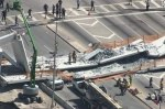В Майами мост обрушился прямо на автомобили