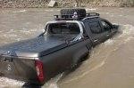 В Украине при странных обстоятельствах засняли новейший пикап Mercedes X-Class