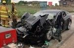 Tesla Model S в беспилотном режиме врезалась в пожарную машину