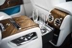 В BMW придумали, как наливать шампанское в бокал снизу