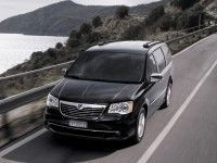 ������ 2013: Chrysler Town & Country �������� ������� Lancia