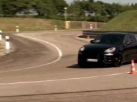 Промо-видео Porsche Macan