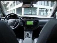 Экстерьер и интерьер Toyota Auris