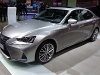 Lexus IS 300h на выставке