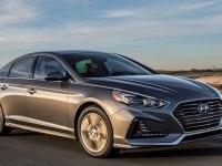 Hyundai Sonata в движении