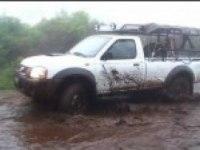 Nissan NP300 в грязи