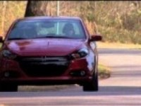 Dodge Dart на дороге